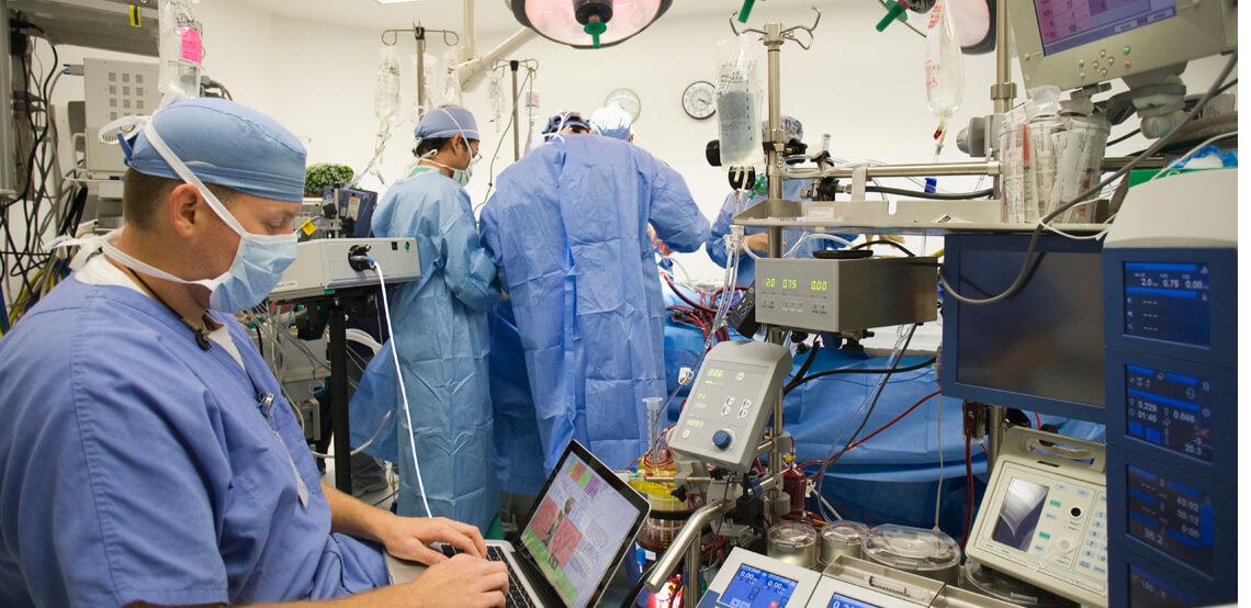 ¿A quién le confiarías una operación de corazón?